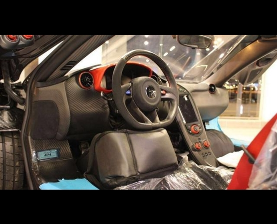 McLaren-P1_interni (Small)