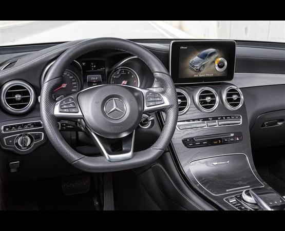 Mercedes GLC_interni (Small)
