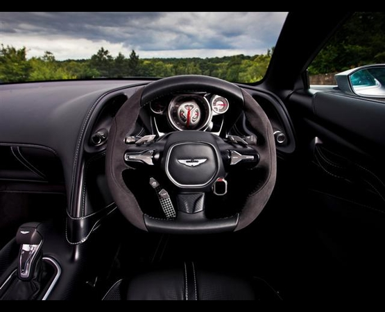 aston_martin_db10_interni (Small)